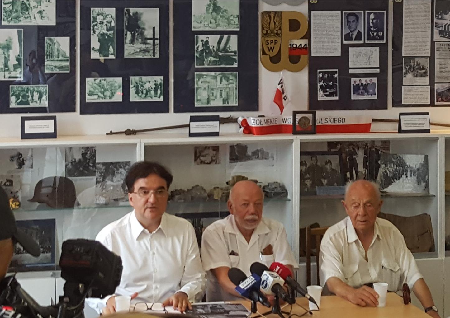 Fundacja chce chronić groby Bohaterów Narodowych przed likwidacją